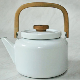 COFFEE POT (Small) by Antti Nurmesniemi