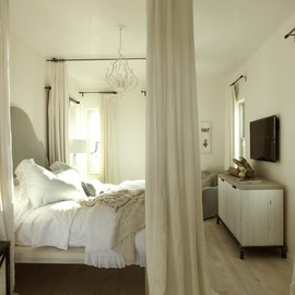 Simple white bed room