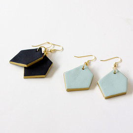 amerrymishap - gold edged black geo drop earrings