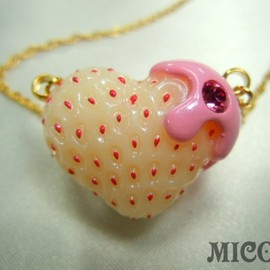 MICO E - White heartberry necklace