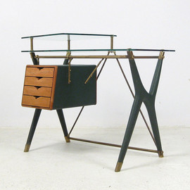 Gio Ponti - Desk with drawers