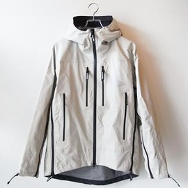 and wander - e vent rain jacket (Beige)