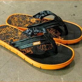 HURLEY - KICKS/HI x Hurley  Movement Slippers