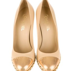 CHANEL - gold chain pumps