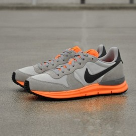 Nike - Nike Lunar Internationalist Light Base Grey / Dark Grey / Atomic Orange