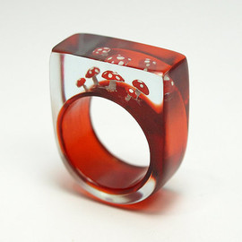 GeschmeideUnterTeck - Flying luck - cute fly agaric ring with red-white spotted plastic mini-mushrooms on a red ring