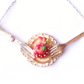 KU: - (S)Strawberry Cake Necklace~