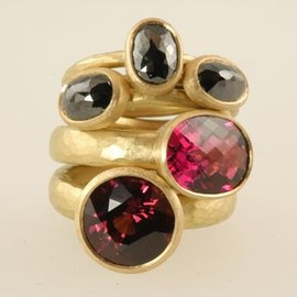 MALCOLM BETTS - coloured stone ring