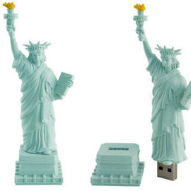 DETAIL - usb statue of liberty