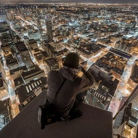 Rooftopper photographs Toronto from 1,000ft up