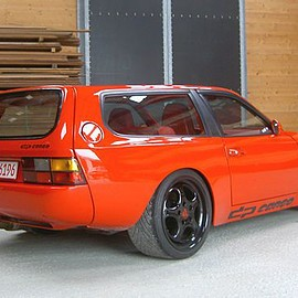 Porsche - 944  DP-motorsport, le break pour faire les courses
