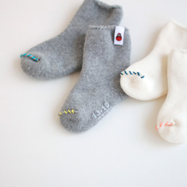 DARUMA THREAD - BABY SOCKS