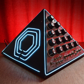 Mini Pyramid Synth