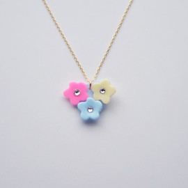 a cloudy dream - FLOWER BUNCH NECKLACE VIVID PINK/BLUE