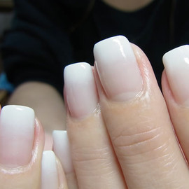 COMMON - white gradation nail