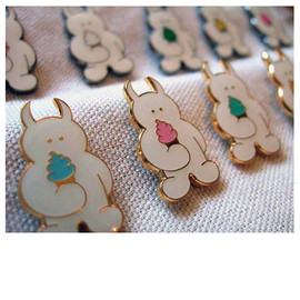 UAMOU - Soft cream Pin Badge