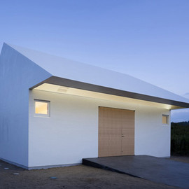 "Tokyo Studio International Royal Architecture - ""Arrow"" ISM house (wrapped in waterproof fiberglass-reinforced polymer)"