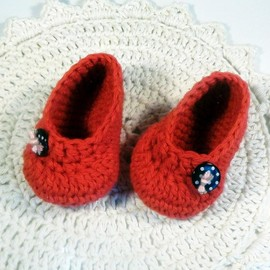 Luulla - Red crochet baby booties - ballet flat style - with black polka dot buttons, infant shoes