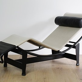 Cassina - LC4 by Le Corbusier' Pierre Jeanneret' Charlotte Perriand