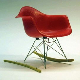 Vitra - RAR (=Rocking Armchair Rod) / Charles & Ray Eames | The Miniatures Collection