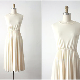 vintage - 70s dress / buttercream pleat dress / 1970s dress