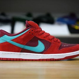 NIKE SB - NIKE SB DUNK LOW PRO BRICKHOUSE/TURBO GREEN-TEAM RED