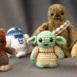 lucyravenscar - PATTERN for Ewok - Star Wars Mini Amigurumi