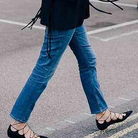 Style tip: Ankle jeans & lace-up flats