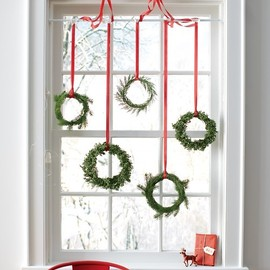 Martha Stewart - DIY Xmas Wreath hanging