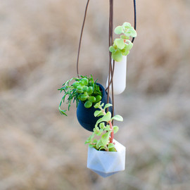wearableplanter - A Wearable Planter No. 5, in White