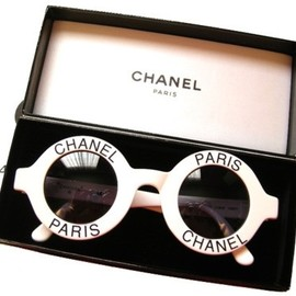 CHANEL - Vintage Chanel sunglasses for a perfect summer look