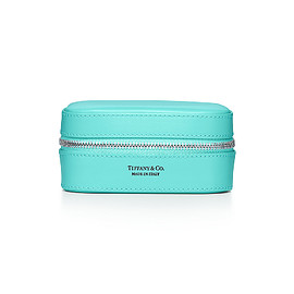 TIFFANY&Co. - Rectangular jewelry case in Tiffany Blue® smooth calfskin leather, medium.