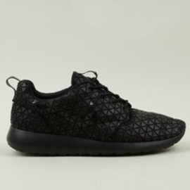 Nike - Men's Roshe Run Metric QS Sneakers