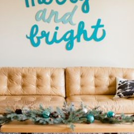DIY Merry and Bright Sign