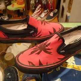 "vans - 「<used>90's vans SLIP-ON red/black marijuana""made in USA"" size:US8(26cm) 11800yen」完売"