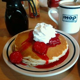 IHOP ( International House of Pancakes ) - pancake ( Rooty Tooty Fresh & Fruity Breakfast )
