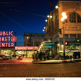 Seattle, US - Seattle's iconic downtown market in the evening - Stock Image