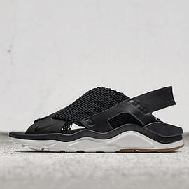 NIKE - Air Huarache Huarache Ultra - Black/White/Gum Light Brown?