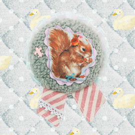 P-garnet - Squirrel Brooch