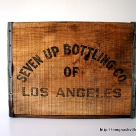 SEVEN UP BOTTLING CO. - vintage 7up wooden crate (LOS ANGELES)
