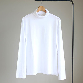 AURALEE - SEAMLESS TURTLE NECK L/S TEE #white