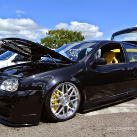 Volkswagen - Bagged Golf R32