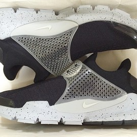 NIKE - FRAGMENT DESIGN NIKE SOCK DART SP