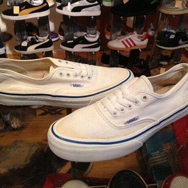 "vans - 「<used>80's vans AUTHENTIC white""made in USA"" size:US7(25cm) 8800yen」完売"