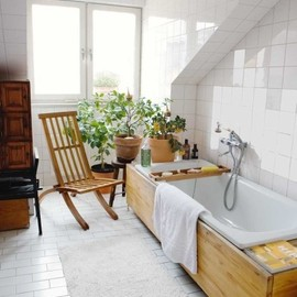 Garden feeling bath w/ wooden tub surround and plants