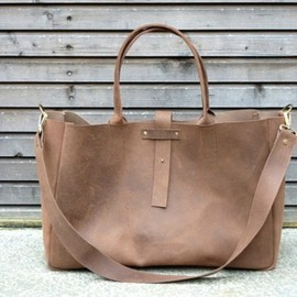 Treesizeverse - handmade brown leather bag