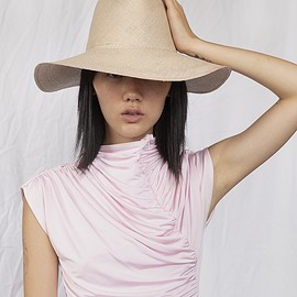 CLYDE - Pinch Panama Hat in Putty