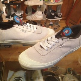 "vans - 「<deadstock>1990s vans SALMAN AGAH white""""made in USA"" size:26.5cm? 19800yen」完売"