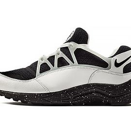 "Nike - Air Huarache Light ""Eclipse"" Pack size? Exclusive"