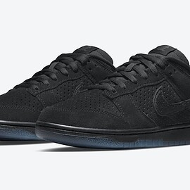 NIKE, UNDEFEATED - Dunk Low - Black/Black